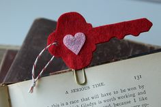 This is really a cute idea - now if only I could work in crafting to my life.