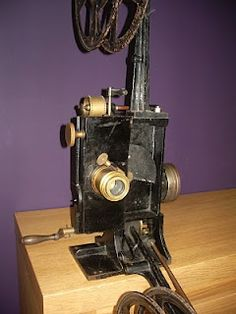 A Gaumont Chrono VIIb projector from around 1905-1910