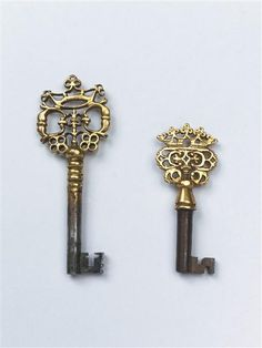 Bureau-Secrétaire Keys. Gilt Wrought Iron. European. Circa 1730.