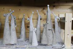 Gartenfiguren - Beetkieker Wipfel Vorschau - ein Designerstück von ThoLiKo bei DaWanda Cement Art, Concrete Crafts, Pottery Animals, Ceramic Animals, Paper Clay, Clay Art, Polymer Clay Projects, Diy Clay, Ceramic Clay