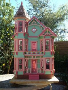 Victorian Painted Ladies -- I had always thought the Victorian Painted Lady originated in San Francisco. Dollhouse Kits, Victorian Dollhouse, Wooden Dollhouse, Dollhouse Dolls, Dollhouse Miniatures, Dollhouse Interiors, Victorian Houses, Painted Ladies, Painted Lady House