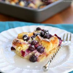 Blueberry Croissant Puff - a delicious overnight breakfast dish that everyone will love. the-girl-who-ate-everything.com Overnight Breakfast, Breakfast Bake, Breakfast Dishes, Breakfast Recipes, Breakfast Ideas, Breakfast Croissant, Blueberry Breakfast, Brunch Recipes, Gourmet Recipes