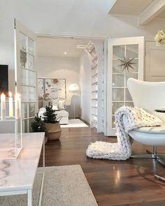 Aurinkoista maanantaita☀️☀️☀️ Mahtava keli👌🏻Ja sisällä sairastupamoodi🙈 Have a great new week☀️☀️☀️ . Handmade Home Decor, Cheap Home Decor, Style At Home, Home Remodel Costs, Decorating Small Spaces, Modern House Design, House Rooms, Home Interior Design, Home Fashion