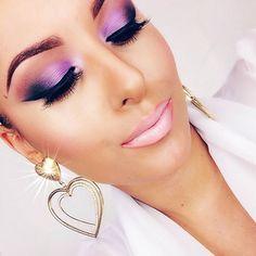 @amaraolevic vibrantly dark violet eyes