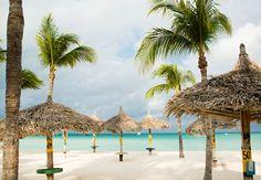 Escoge un puesto y pásate el día en la playa del Aruba Marriott Resort  Stellaris Casino.