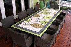 enjoliver le panneau de la table à manger avec mosaïque