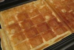 Arbeitzeit: 20 Min. Schwierigkeitsgrad: leicht Koch-/Backzeit: 10 Min. Brennwert p.P.: 400kcal Ruhezeit: 10 Min. Portionen: 10 Zutaten: 250 g Mehl 150 g Zucker 3 g Eier 150 g Butter 200 ml Milch 1 Pkt. Vanillezucker 25 g Hefe Zubereitung: 1. Die Milch zusammen mit dem Eigelb, Mehl, Hefe, Vanillezucker, Zucker, flüssiger Butter und einer Prise …