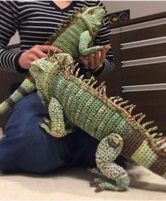 Free Crochet Pattern for a Beach Bag ⋆ Crochet Adorable Crochet Winter Leg Warmer Ideas Crochet Animal Patterns, Stuffed Animal Patterns, Crochet Patterns Amigurumi, Crochet Dolls, Crochet Stitches, Crochet Gifts, Cute Crochet, Knit Crochet, Crochet Dragon