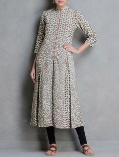 Buy Ecru Kashish Orange Dabu Printed Pleated Detail Cotton Kurta by Indian… Kurta Patterns, Dress Patterns, Kurta Designs, Indian Dresses, Indian Outfits, Indie Mode, Ethenic Wear, Kurti Styles, Mode Hijab