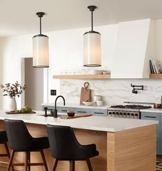 Apartment Kitchen, Kitchen Interior, Kitchen Design, Outdoor Dining Furniture, Entryway Furniture, Vintage Home Offices, Kitchen Views, Kitchen Colour Schemes, Kitchen Stools