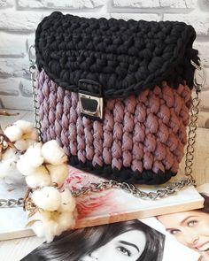 43 отметок «Нравится», 1 комментариев — Изделия из трикотажной пряжи (@evesoul_knit) в Instagram: « в наличии Сумочка кроссбоди 2х цветная. Черный+пыльная слива Фурнитура - серебро…»