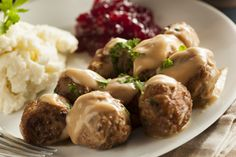 Stockholm Food Guide about what and where to eat in Stockholm, and the best hotels with restaurants offering sumptuous interantional and Swedish cuisine! Swedish Cuisine, Swedish Meatball Recipes, Spareribs, Scandinavian Food, Holiday Dinner, Holiday Recipes, A Food, Food To Make, Stuffed Peppers