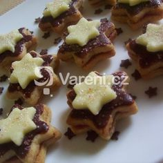 Fotografie receptu: Vrstvené hvězdičky Christmas Baking, Christmas Cookies, Cookie Gifts, Frosting, Waffles, Sweet Tooth, Food Porn, Ice Cream, Sweets