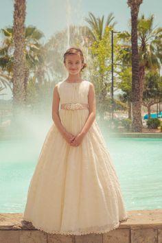 Fotos de comunión en Ibiza Girls Dresses, Flower Girl Dresses, Formal Dresses, Wedding Dresses, Ibiza, Ball Gowns, Fashion, Dress Girl, Ball Gown