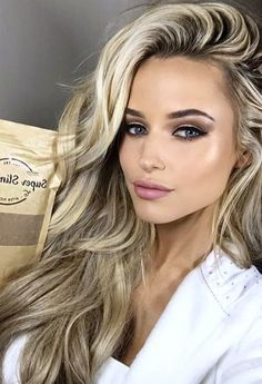 😍 😍 😍 😘 makeup for blonde hair, wedding makeup blonde, super blonde Winter Hair Colour For Blondes, Dark Blonde Hair Color, Hair Color For Women, Cool Hair Color, Blonde Highlights, Short Blonde Curly Hair, Long Blonde Curls, Curly Hair Styles, Wedding Makeup Blonde