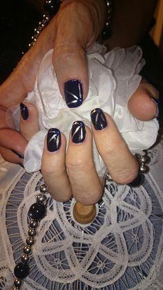 Pose vernis semi-permanent bleu nuit,strass bleu et liner argent, remplacer le strass par un point au vernis