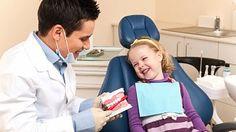Neolizujte mu lžičku! 5 zásad pro rodiče, kterým záleží na zdravých zubech dětí