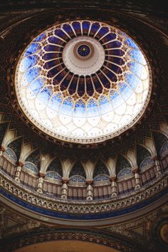 Szeged Synagogue, Hungary (by Keegan Adriance via… Architecture Unique, Islamic Architecture, Interior Architecture, Interior Design, Budapest, Rowena Ravenclaw Diadem, Beautiful Buildings, Beautiful Places, Amazing Places