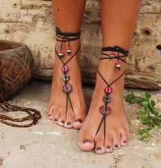 Fußschmuck Bohemian Barefoot Sandals - Gypsy Shoes - Macrame Sandals - Foot Jewelry Weddings - Why T Diy Barefoot Sandals, Bare Foot Sandals, Ankle Jewelry, Accesorios Casual, Gorgeous Feet, Bohemian Bracelets, Water Shoes, Casual Shoes, Boho Shoes