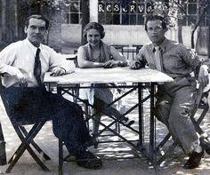 Federio Garícia Lorca con María Teresa de León y Rafael Alberti en un merendero de Madrid.