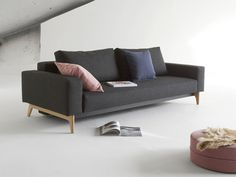 IDUN Gästebett Wohnzimmer  Original Innovation Idun von Innovation kommt einer Einladung zum Entspannen gleich. Mit seinen breiten Armlehnen bietet das Klappsofa viel Platz zum Anlehnen und Ausstrecken - und wenn es etwas mehr Platz...