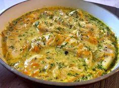 Kurczak w kremowym sosie koperkowym Fileciki z kurczaka duszone w śmietankowym sosie z koperkiem, marchewką i cebulką, to pyszny pomysł na szybki i prosty obiad. Takie danie możemy podać z ryżem, ziemniaczkami lub makaronem. Polecam!   Składniki: 2 filety z kurczaka 1 niewielka marchewka (lub pół dużej) 1 cebula 1 ząbek czosnku 200ml bulionu … Meat Recipes, Chicken Recipes, Cooking Recipes, Healthy Recipes, Good Food, Yummy Food, Food Design, How To Cook Chicken, Easy Meals