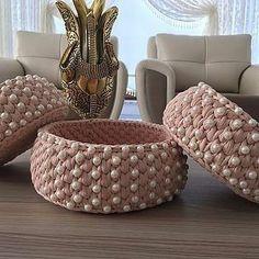 Ideas For Knitting Bag Diy Hooks Diy Crochet Pillow, Diy Crochet Basket, Crochet Box, Crochet Basket Pattern, Crochet Gifts, Crochet Jewelry Patterns, Crochet Storage, Crochet Decoration, Crochet Stitches