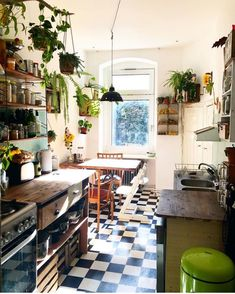 60 Best Small Kitchen Design Ideas You Never Feel Claustrophobic Again modernkit. - 60 Best Small Kitchen Design Ideas You Never Feel Claustrophobic Again modernkitchencabinets - Home Decor Kitchen, Home Kitchens, Kitchen Decorations, Kitchen Interior, Interior Modern, Bohemian Kitchen Decor, Gypsy Home Decor, Modern Decor, Small Country Homes