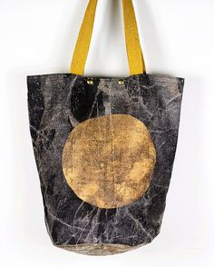 Large linen neroli bucket bag Nerolihandbags.etsy.com Leather Totes, Leather Bag, Excess Baggage, Sweet Bags, Unique Bags, Aprons, Purses And Handbags, Bucket Bag, Reusable Tote Bags