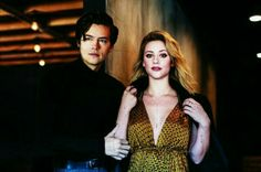 Lili and Cole😻 Movie Couples, Cute Couples, Lili Reinhart And Cole Sprouse, Cole Sprouse Jughead, Riverdale Characters, Riverdale Cole Sprouse, Betty And Jughead, Casting Pics, Riverdale Cast