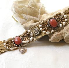 Vintage Bracelet with  round pearls beads special stone by Mintook,