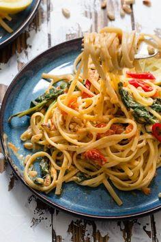 Spagetti med tomater, hvitløk, spinat og fløte – Ida Gran-Jansen