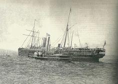 L'Algoas tranportant l'empereur en exil et un bateau de visiteurs dans le port de Lisbonne