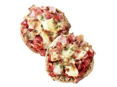 Ellie's English-Muffin Breakfast Pizza : Ellie uses ripe tomatoes, fresh basil and part-skim mozzarella to give this portable breakfast dish Old World Italian flare. Top the toasty mini-pizzas with chopped Canadian bacon and a drizzle of olive oil. English Muffin Breakfast, English Muffin Pizza, Breakfast Pizza, Breakfast Dishes, Breakfast Time, Breakfast Ideas, Breakfast Healthy, Health Breakfast, Italian Breakfast