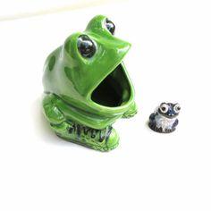 Vintage Frog Sponge Holder Ceramic Soap Saver by WhimzyThyme #vintagekitchen #frogscrubbersaver
