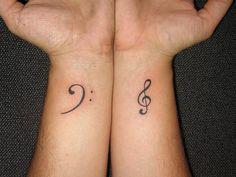 tatuaje-clave-sol.jpg-Este es un tatuaje muy común entre los amantes de la música, pero especialmente para aquellos que tienen talento en este ámbito y la música es su pasión.