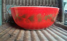 Pyrex 4 qt #404  Red Christmas Bowl Gold Leaf holly & Pinecones #pyrex4044quartbowl