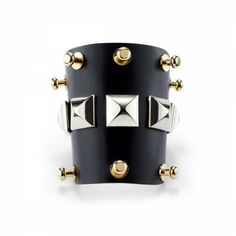 Leather bracelet with pyramidal golden metal studs. Lining in natural cowhide leather. Adjustable. Thanks to the study of the materials and the various techniques of elaboration, Yuni Lartile make jewelries of absolute beauty with a particular attention to details and terminations.