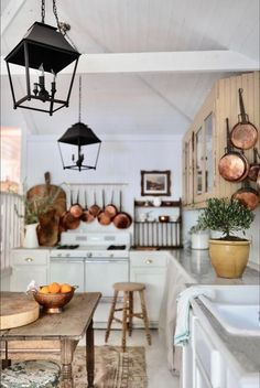 English Cottage Kitchens, English Cottage Style, French Country Cottage, French Country Decorating, Country Décor, House In The Country, Old Country Decor, Country Farm Kitchen, English Country Kitchens