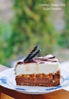 Tort cu branza, ciocolata si caramel Dessert Shots, Dessert Drinks, Peach Yogurt Cake, Chocolate Caramel Cheesecake, Cookie Recipes, Dessert Recipes, Romanian Desserts, Yummy Eats, Cake Cookies