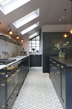Modern Kitchen Design 35 Elegant Kitchen Lighting Design Ideas - Contemporary kitchen styles are characterized by spacious, sleek, efficient, and organized systems. Lighting system is generally given more emphasis than […] Kitchen Ceiling Lights, Kitchen Lamps, Home Decor Kitchen, Kitchen Living, New Kitchen, Ceiling Lighting, Kitchen Units, Kitchen Cabinets, Kitchen Ideas