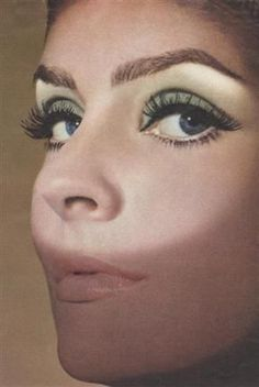 1960′s Makeup was had a significant change. Natural makeup with nude tones emerged. No more heavy make up for lips like in the 1950s. However, the eye is drawn darker and thicker. || Desert Lily Vintage || vintage fashion. sustainable fashion. eco fashion. retro. bold and empowered. vintage accessories