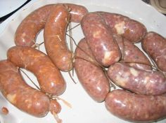Chorizo+Argentino+de+puro+cerdo+casero+(con+variantes) Pork Sausage Recipes, Homemade Sausage Recipes, Recepies With Ground Beef, Charcuterie, Argentina Food, Argentina Recipes, Homemade Chorizo, How To Make Sausage, Sausage Making