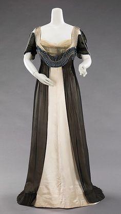 La belle epoque (1900-1910) Silueta mucho más recta, a partir de 1908, sin marcar tanto la cintura, gustando el talle imperio, en una mirada retrospectiva, que parece añorar el pasado napoleónico.
