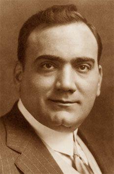Enrico Caruso (Napoli, 25 febbraio 1873 – Napoli, 2 agosto 1921) è stato un tenore italiano. Viene considerato il tenore per eccellenza, grazie alla suggestione del timbro e all'inconfondibile malìa dello strumento vocale.    #TuscanyAgriturismoGiratola