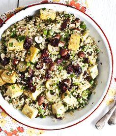 Recette de salade de quinoa au tofu grillé, olives, canneberges & tomates séchées