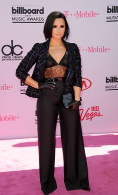 2016 Billboard Music Awards: the must-see looks Demi Lovato in Chanel http://en.louloumagazine.com/celebrity/red-carpet/2016-billboard-music-awards-the-must-see-looks/image/2//  Billboard Music Awards 2016: les looks à ne pas manquer Demi Lovato en Chanel http://fr.louloumagazine.com/stars/tapis-rouge/billboard-music-awards-2016-les-looks-a-ne-pas-manquer/image/2/