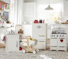 Cute Retro Kitchen Collection http://rstyle.me/n/t38g9nyg6