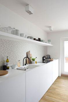 Minimal kitchen units - Image No: 0157147 - GAP Interiors - Picture library specialising in Interiors, Lifestyle Rooms & Homes Kitchen Units, Kitchen Tiles, Kitchen Dining, Minimal Kitchen Design, Minimalist Kitchen, Kitchen Furniture, Kitchen Interior, Design Moderne, Cuisines Design