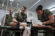 Opération sur un civil (mission d'aide à la population). © armée de Terre